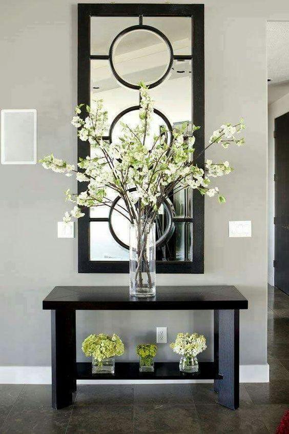 Mesa Negra con Flores