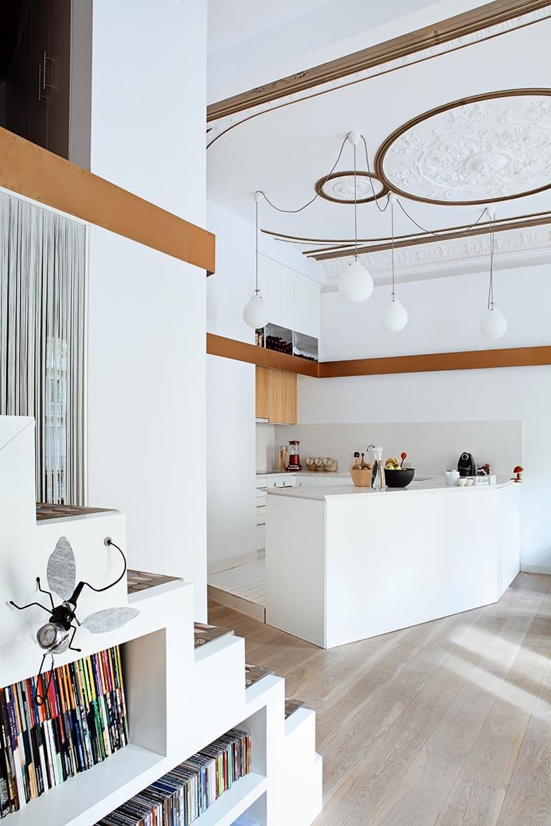 cocina lujosa simple blanca con madera