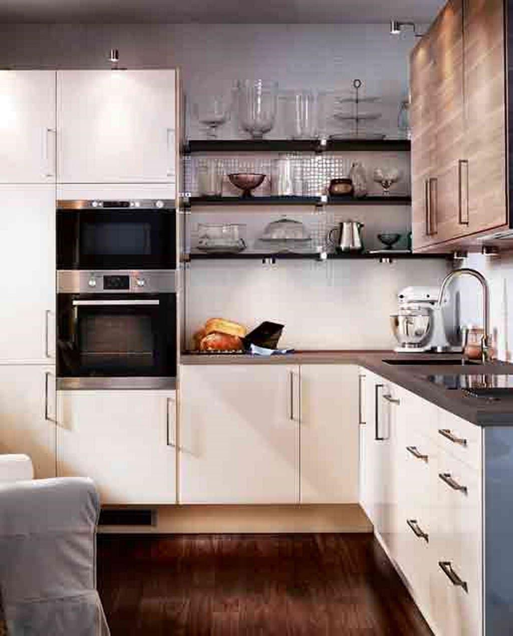 cocina en L blanca y madera