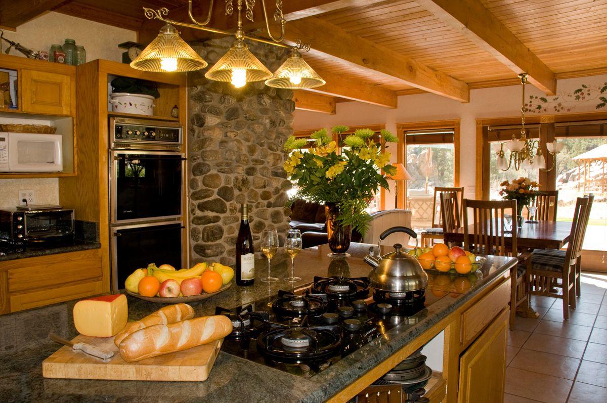 cocina rustica de lujo piedras