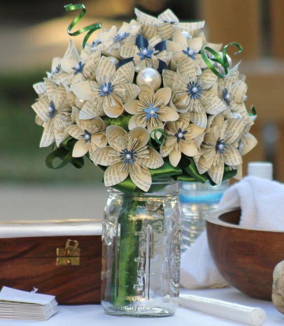 flores con papel de libros3