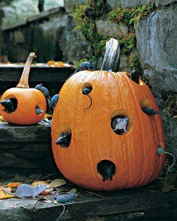 04 calabaza de halloween con huecos y ratones