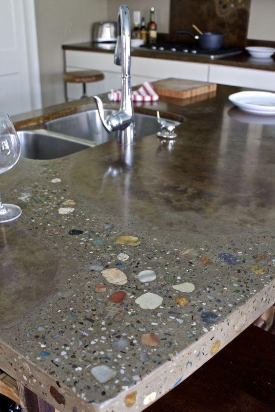 20 Tope de concreto con piedras