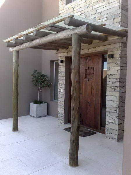 06-1 FACHADA DE CASA RUSTICA CON portico de troncos