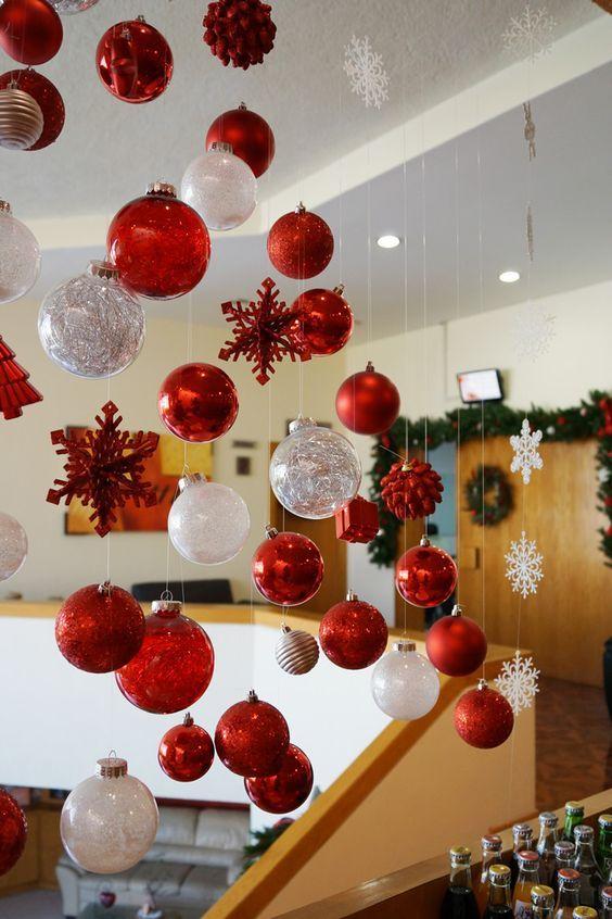 lluvia de bolas navideñas
