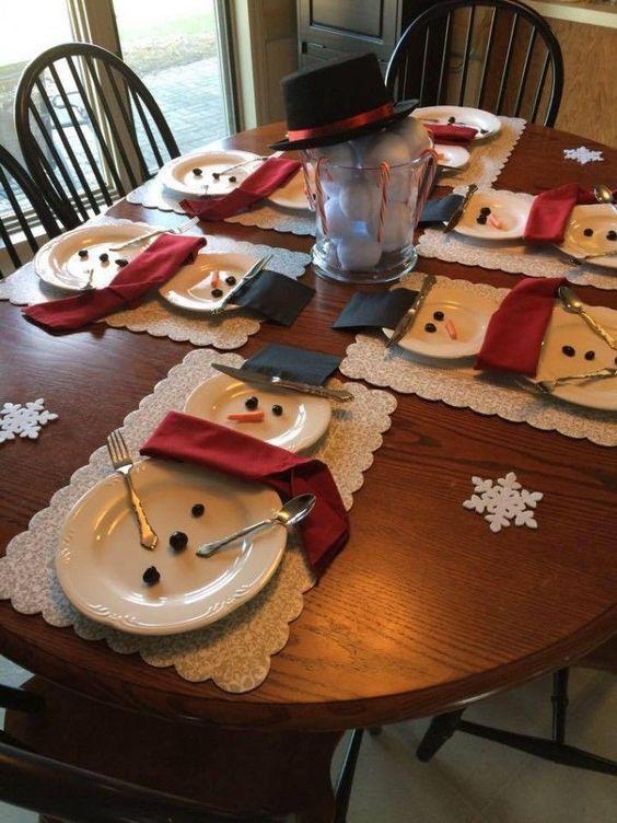 mesa con hombres de nieve