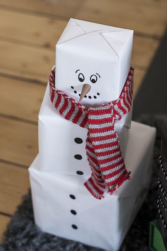 regalo en forma de hombre de nieve
