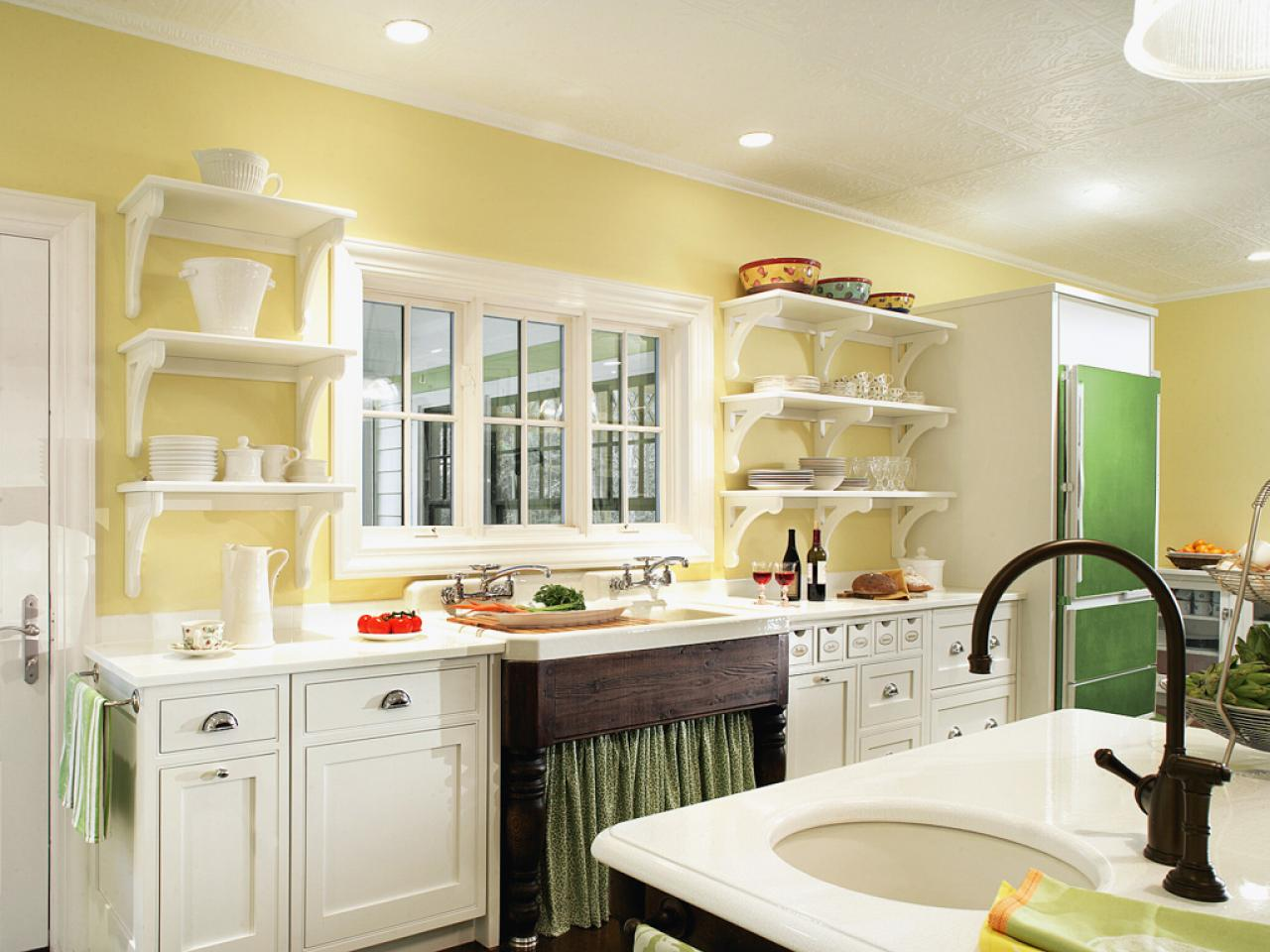 cocina amarillo con blanco