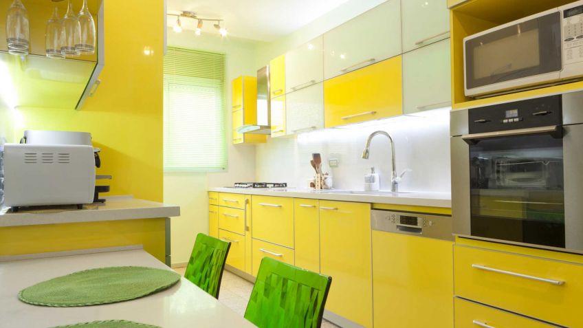 cocina color amarillo brillante