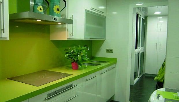cocina completamente verde