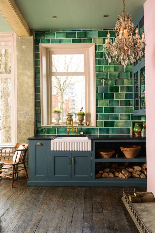 cocina con cerámicas verdes