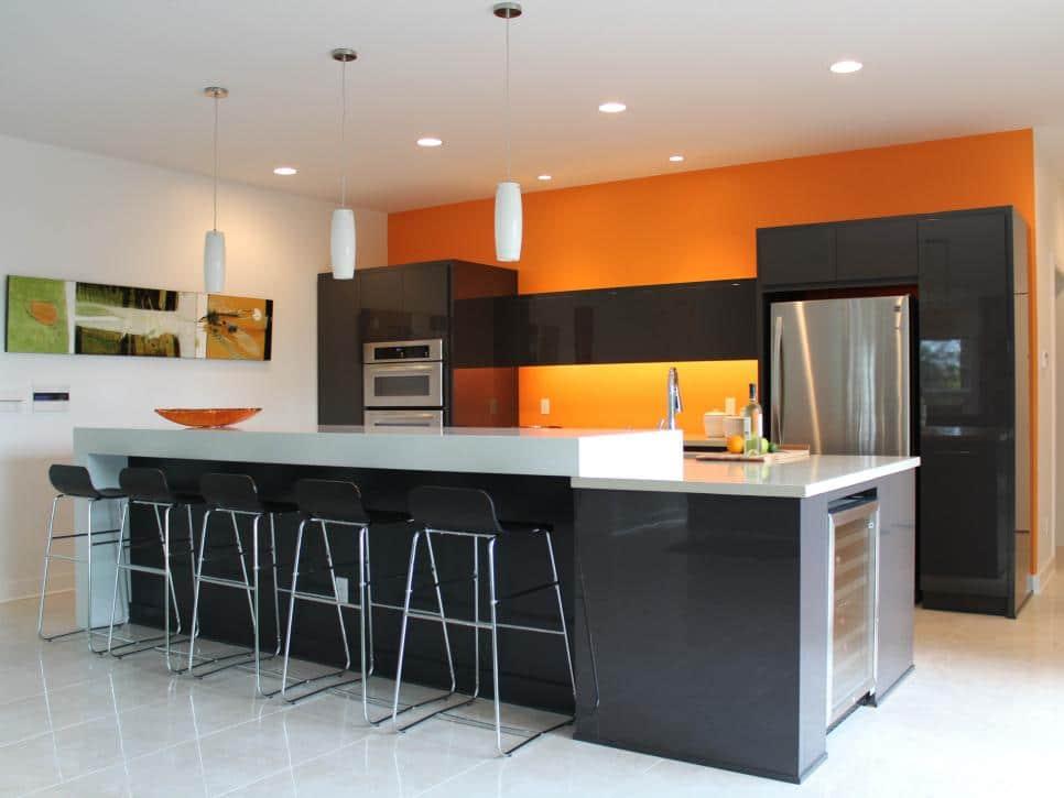 cocina con detalles naranjas