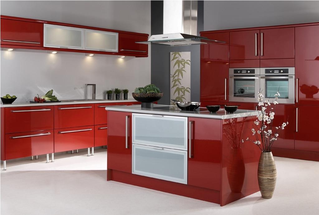 cocina con gabinetes rojos