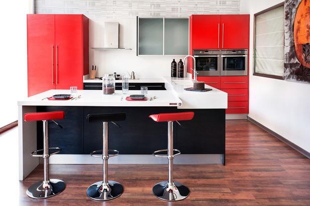 cocina minimalista con detalles en rojo