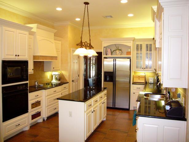 cocina pintada de amarillo suave