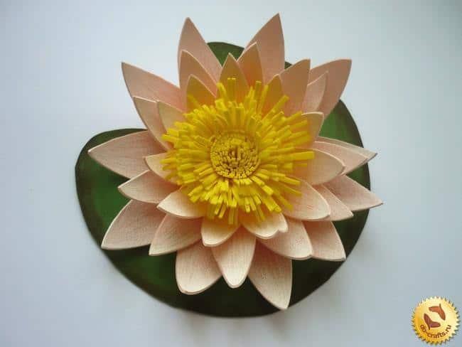 flor de goma eva amarilla