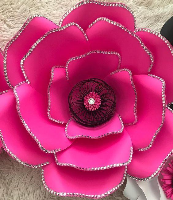 flor gigante con lentejuelas