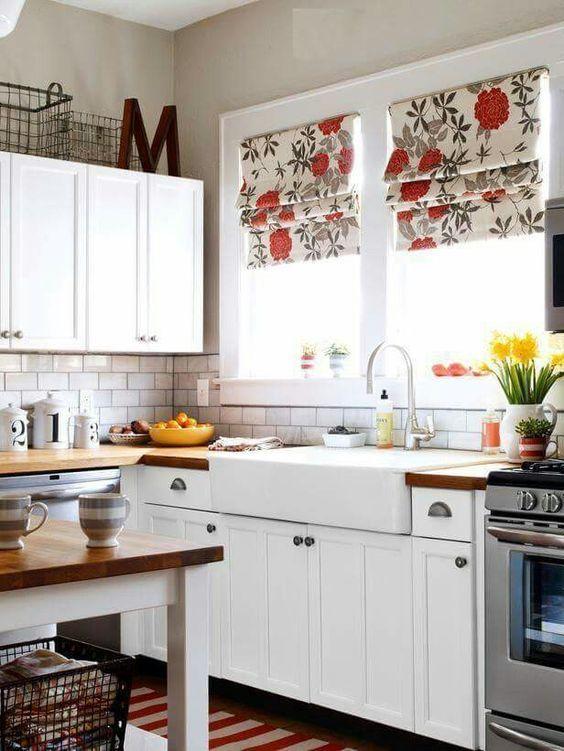 cocina de cortina con color