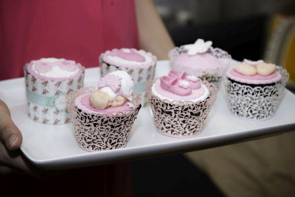 como-decorar-una-fiesta-de-nacimiento-istock4