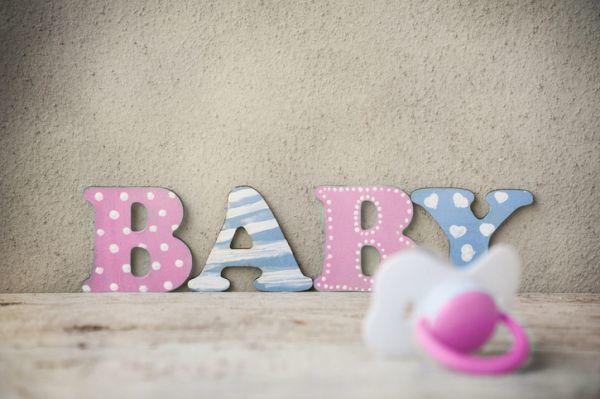 como-decorar-una-fiesta-de-nacimiento-istock6