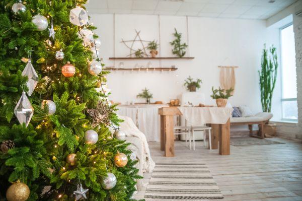 decoracion-de-navidad-para-el-hogar-abeto-natural-istock