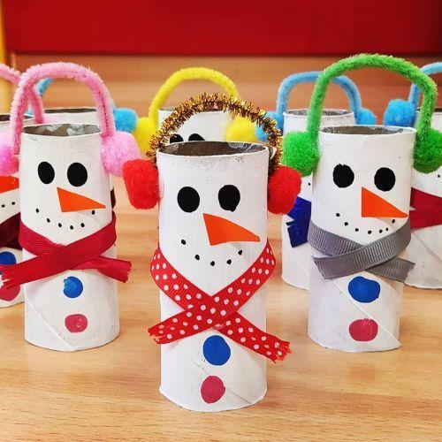 Muñeco de nieve de rollo de papel