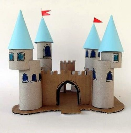 Castillo de rollos de cartón