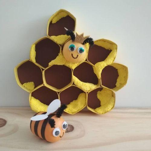 Panal de abejas hecho de rollos de cartón