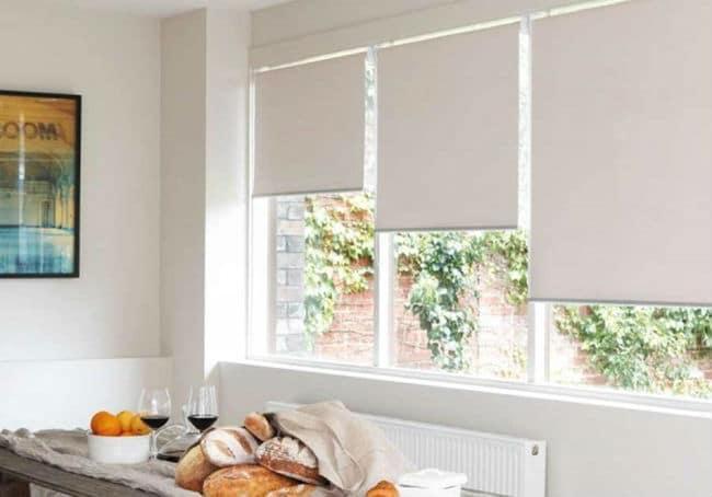 Estores para sal n m s de 30 ideas para controlar la luz estreno casa - Visillos para salones ...