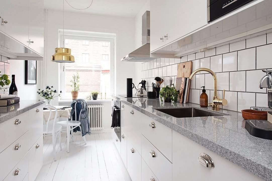 Las 30 cocinas blancas modernas que la van a petar el 2017 - Cocina blanca encimera madera ...