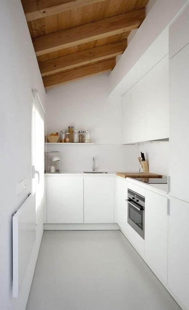 Las 30 cocinas blancas modernas que la van a petar el 2017 for Cocinas de madera pequenas