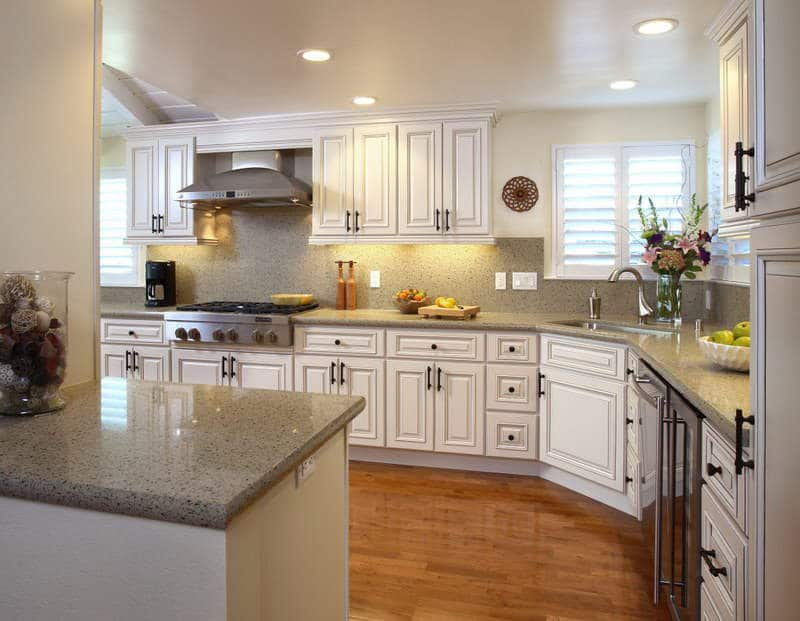 Las 30 cocinas blancas modernas que la van a petar el 2017 - Tipos de marmol para cocina ...