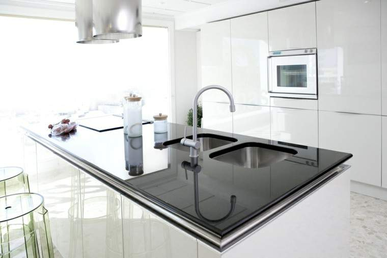 cocina moderna blanca con negro - Cocinas Modernas Blancas