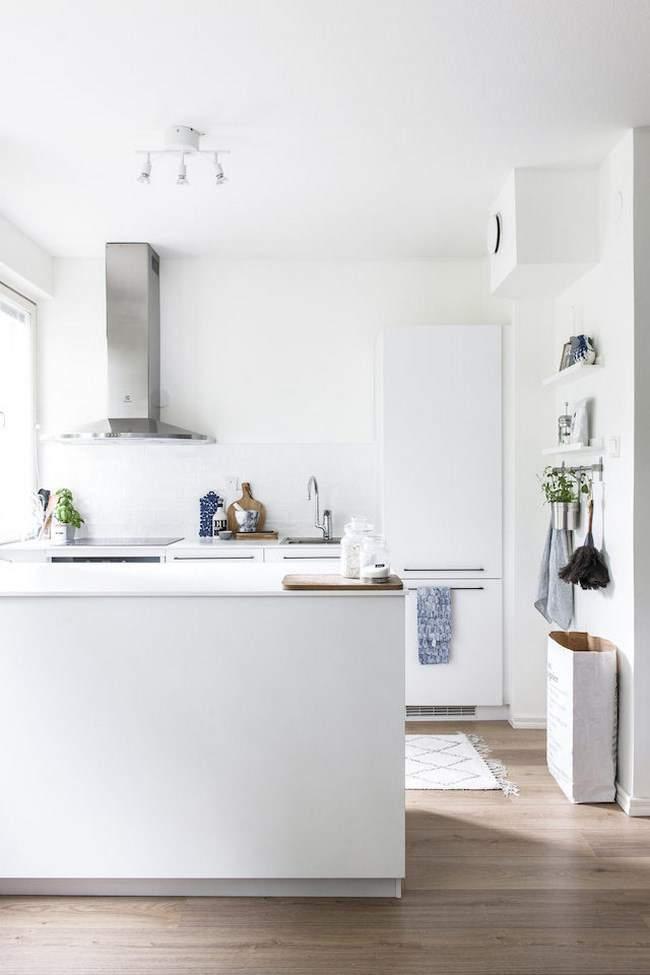 Las 30 cocinas blancas modernas que la van a petar el 2017 - Cocinas blancas pequenas ...