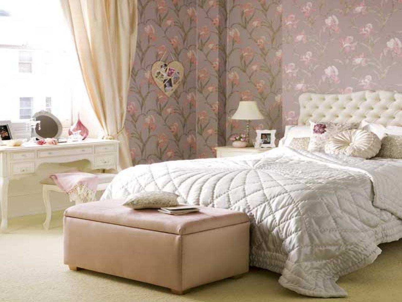 Camas decoradas con cojines cool en esta propuesta las - Dormitorios vintage chic ...