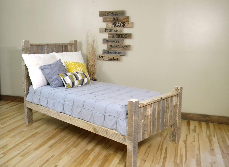 100 dise os de muebles con palets para interior y exterior - Camas con palets ...