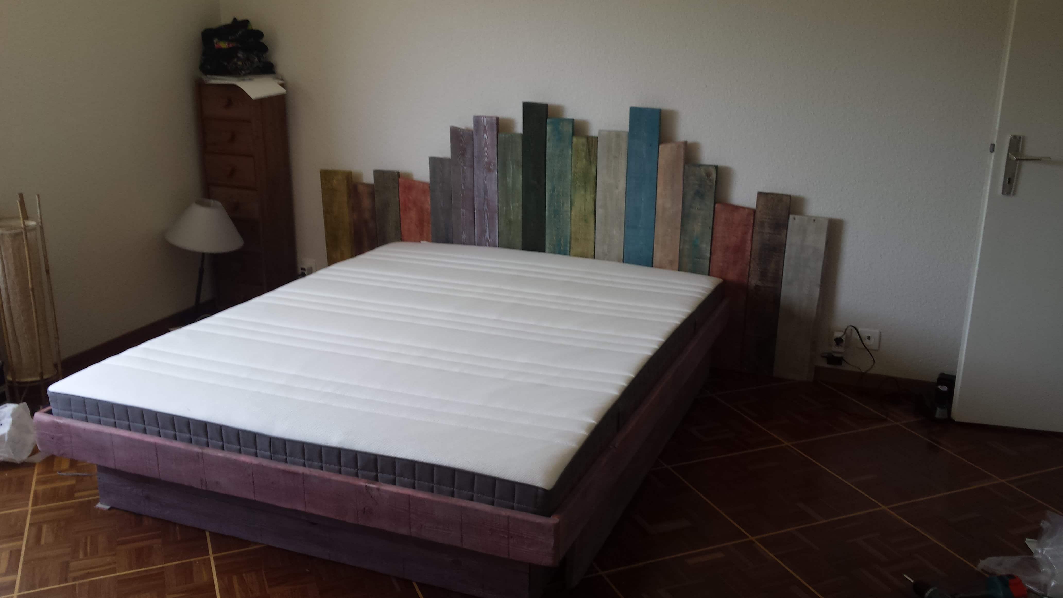 Camas de palets good camas hechas con palets de madera - Hacer cama con palets ...