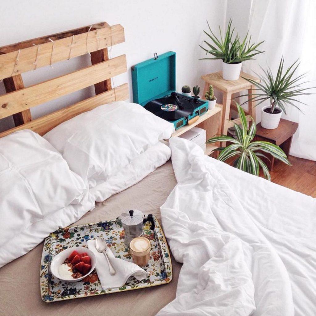 100 dise os de muebles con palets para interior y exterior - Hacer cama con palets ...