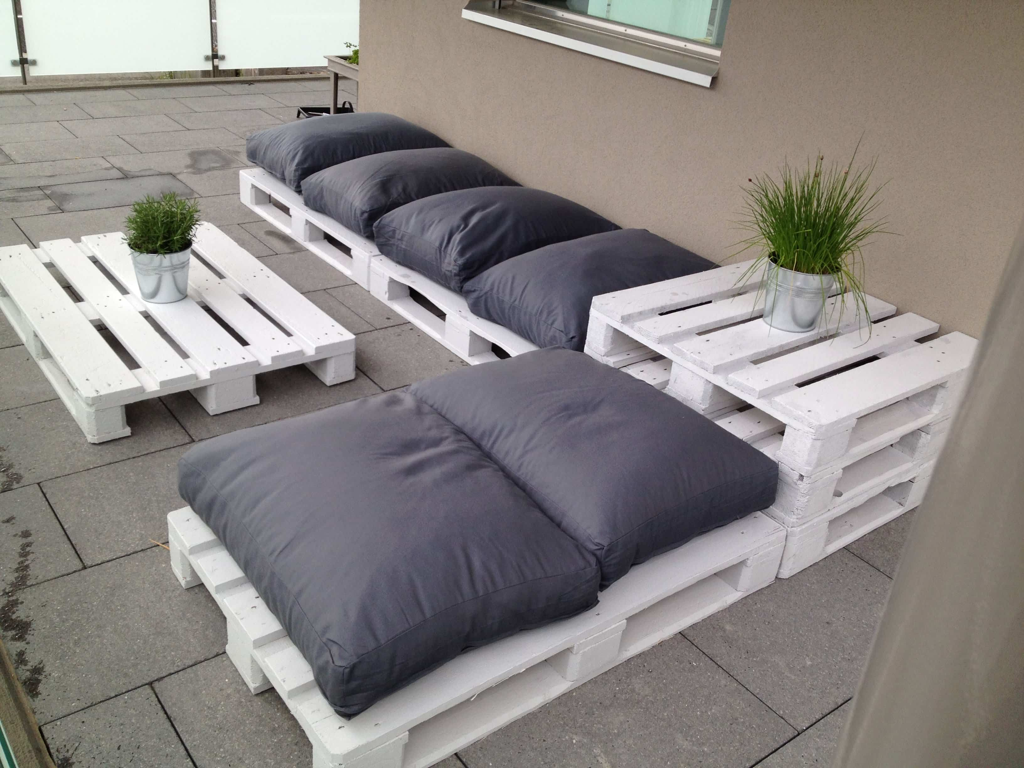 100 dise os de muebles con palets para interior y exterior - Forrar pared con palets ...