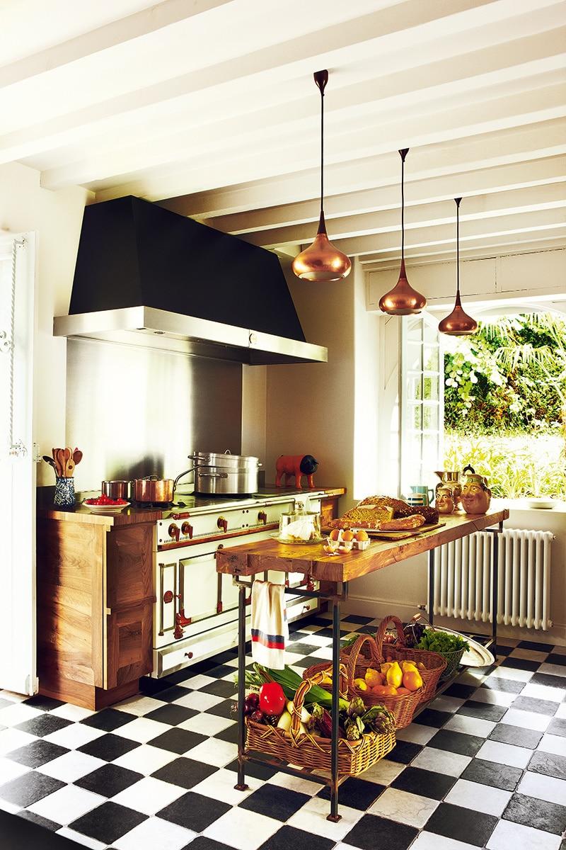 Cocinas modernas 50 fotos desde sencillas a for Un soltero en la cocina