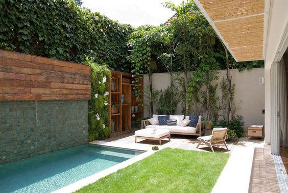 31 ideas de piscinas peque as para terrazas y jardines for Pileta en patio pequeno