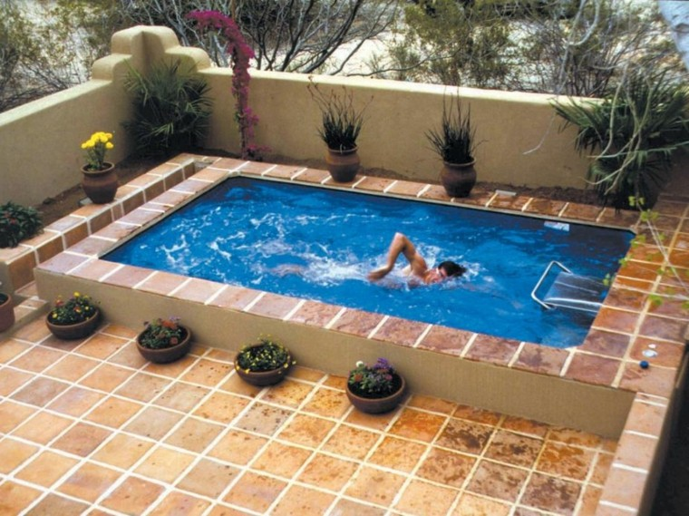 31 ideas de piscinas peque as para terrazas y jardines for Gresite piscina bricodepot