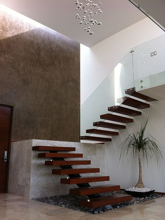 Las m s bellas escaleras de madera para interiores for Tipos de escaleras interiores