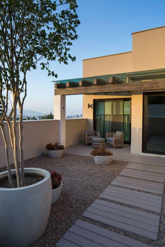 Hermosas fachadas de casas modernas 40 fotos estreno casa for Decoracion de patios de casas