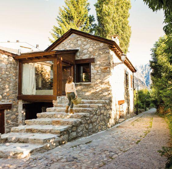Fachadas de casas r sticas dise os que te encantar n - Casas de piedra y madera ...