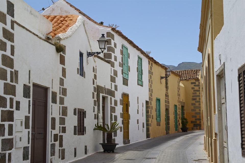 Algunas ideas de fachadas de casas de pueblo estreno casa - Piedras para fachadas de casas ...