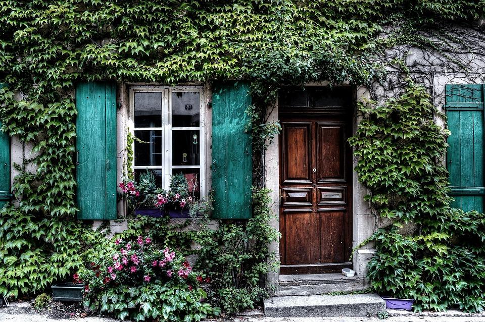 Algunas ideas de fachadas de casas de pueblo estreno casa for Fachadas casas una planta