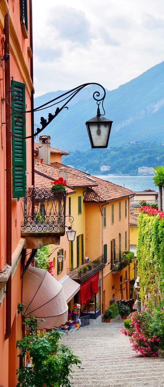 Algunas ideas de fachadas de casas de pueblo estreno casa for Fachadas de casas modernas en italia