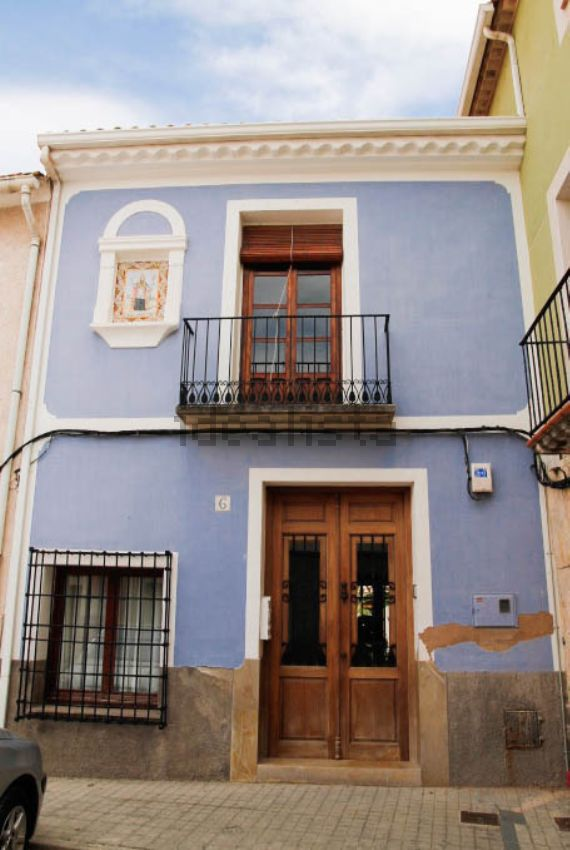 Fachadas de casas sencillas casa barata con pinta de cara - Casas de pueblo ...