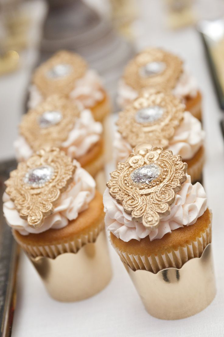 M s de 30 estilos de mesas de chuches para bodas estreno for Mesas puestas con estilo